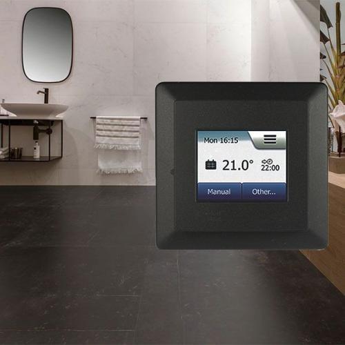 черный матовый терморегулятор Comfort TOUCH Black